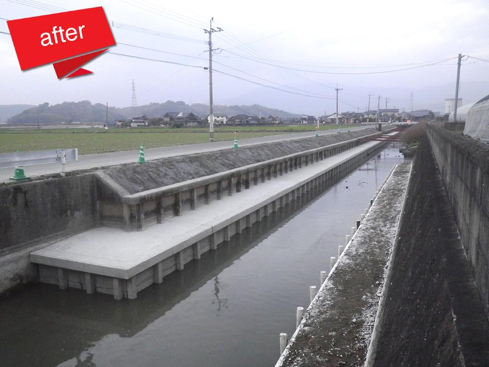 佐賀県中部地区県営地盤沈下対策事業工事 完成(既設護岸部の土砂流出及び傾きに対策として根固め工を施した工事です。)