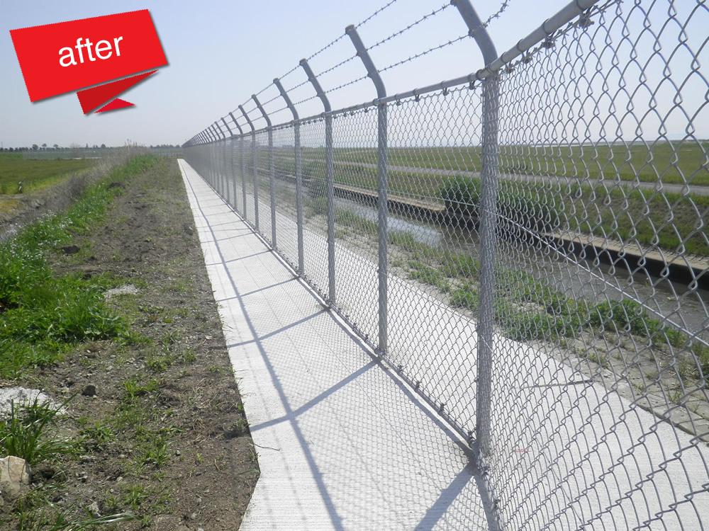 佐賀空港空港施設西武工事 完成(フェンス下部から小動物が掘り起こして空港内に侵入していたのを防ぐ工事。)